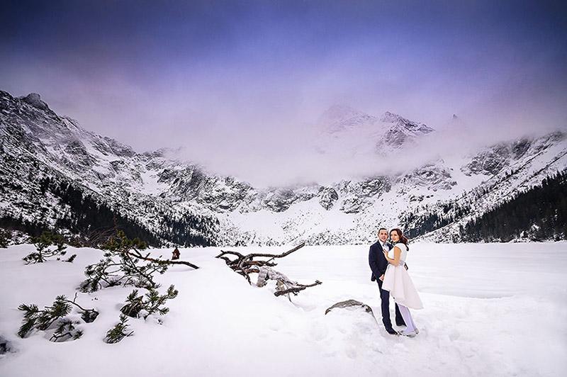 zimowa walentynkowa sesja ślubna w morskie oko